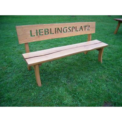 Bank mit Schriftzug   Preis in Eiche = 650,00 € inkl. MwSt., Preis in Douglasie = 625,00 € inkl. MwSt.